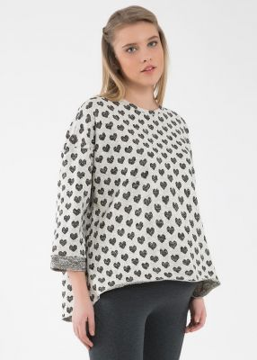 - Heart Print Sweater Amoure